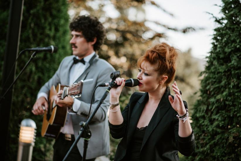 grupo de música ideal para el aperitivo al aire libre de una boda