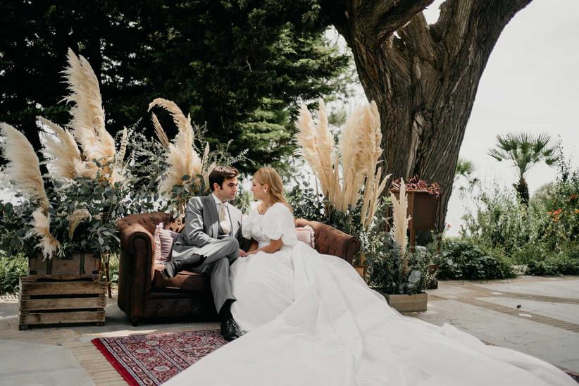 Pareja durante la ceremonia civil el día de la boda
