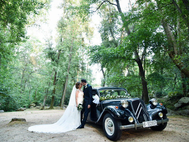 Ideas top para decorar con flores el coche de boda
