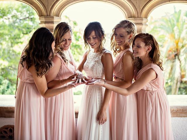 ¿Sabes cuál es el dress code de las damas de honor? Descubre cómo acertar con sus vestidos