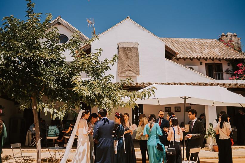 la zona del aperitivo de boda al aire libre en un entorno rural