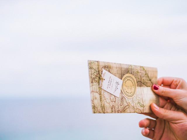 Estas son las 5 preguntas más frecuentes sobre el envío de las invitaciones de boda... ¡y sus prácticas respuestas!
