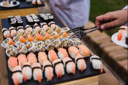 Diferentes tipos de sushi para el día B
