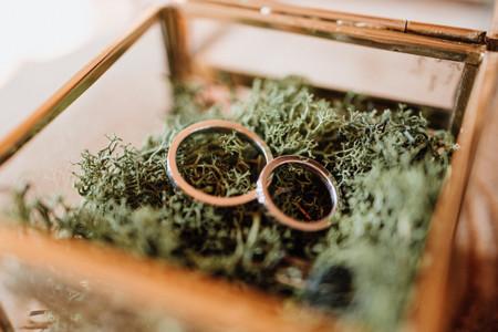 Cómo grabar de nuevo las alianzas si cambia la fecha de boda
