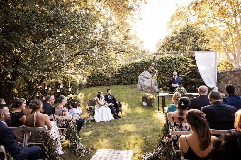 Ceremonia civil sin validez jurídica, al aire libre, el día de la boda
