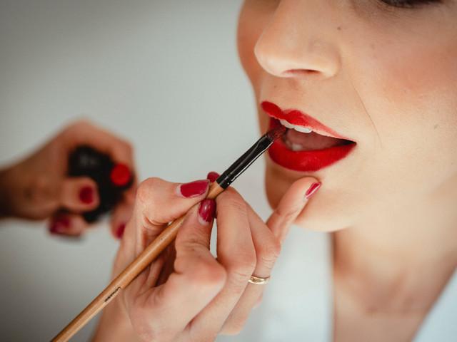 Labios rojos para novias... ¡la tendencia más chic!