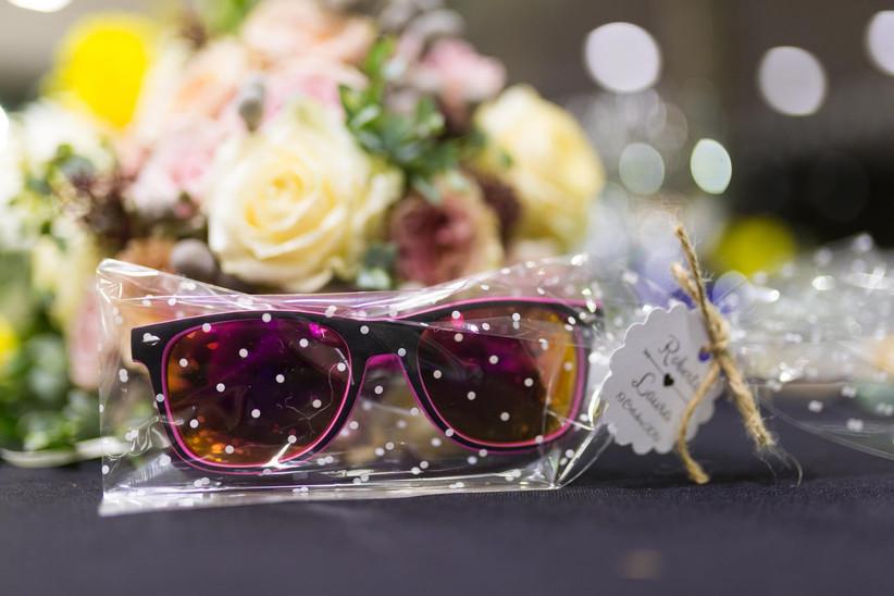Gafas de sol de colores como regalo de boda