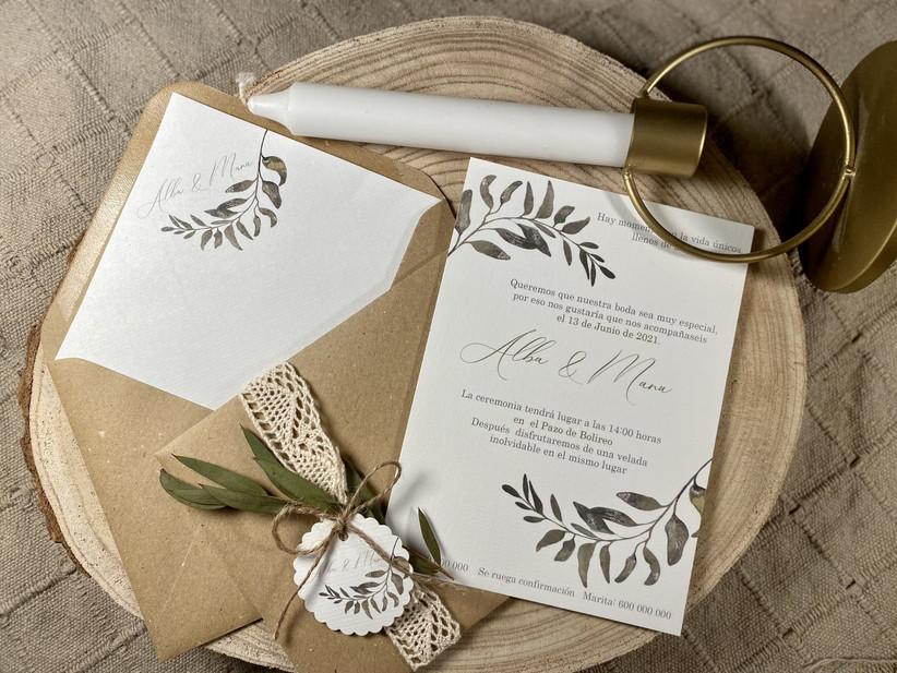Invitación de boda con motivos naturales y tonalidad verdosa