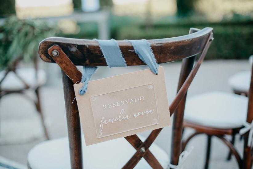 Aiento reservado para los abuelos en una ceremonia civil el día de la boda