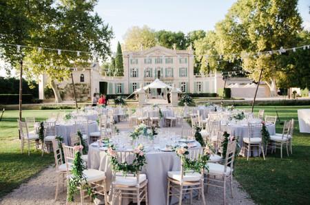 Organizar las mesas del banquete para asegurar la distancia social