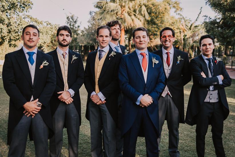 Novio con best men el día de la boda