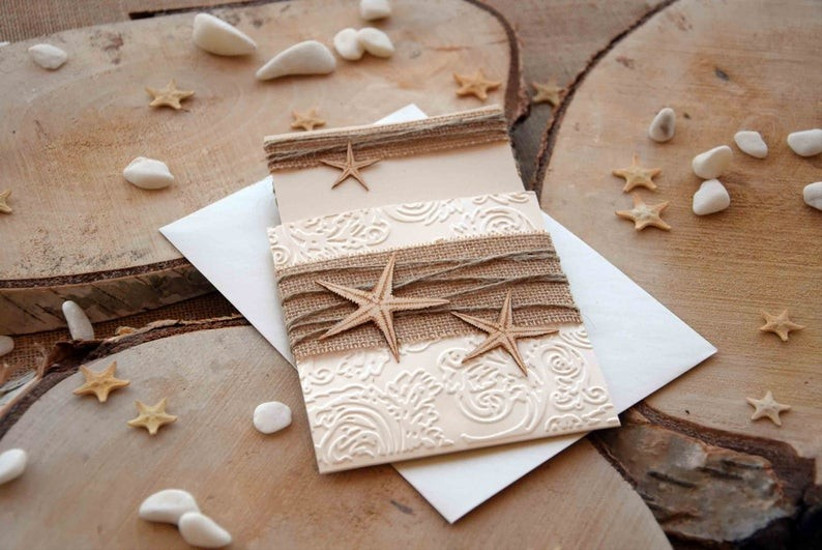 Invitación de boda de verano con estrellas de mar