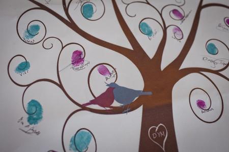 Poned un árbol de huellas en vuestra boda