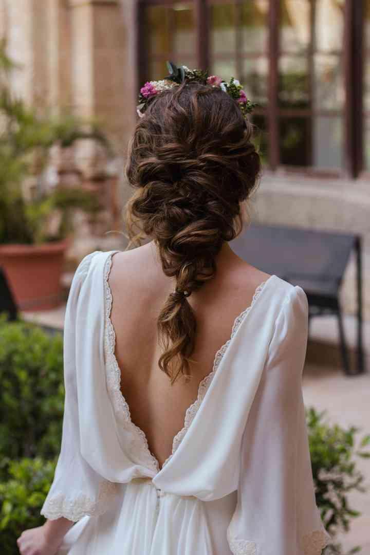 Un look impactante con peinados para flamencas 2021 Fotos de consejos de color de pelo - Peinados de novia: los mejores recogidos para ir a la ...