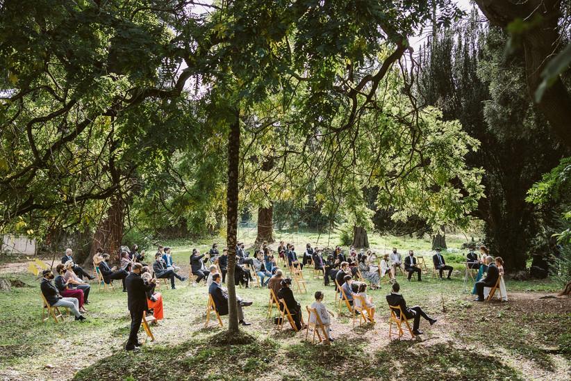 Ceremonia civil al aire libre, en plena naturaleza, el día de la boda