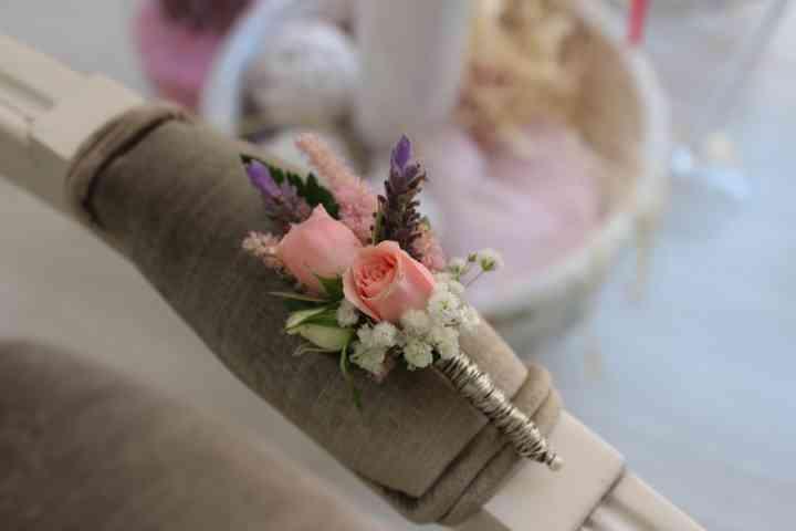 Delicado prendido o boutonnière el día de la boda