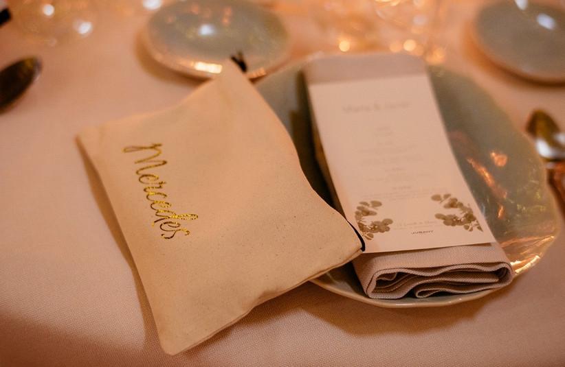 Neceser de tela como detalle de boda