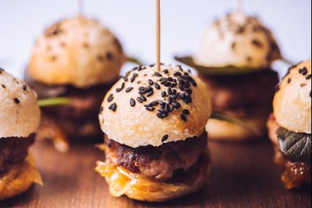 Las mejores ideas para incluir mini hamburguesas en vuestra boda