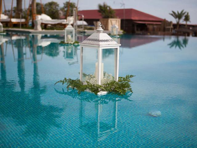 6 ideas para decorar la piscina en una boda
