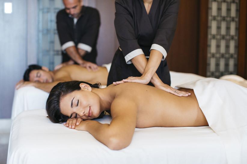 Masaje para parejas en el spa de un hotel