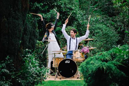 50 canciones de rock and roll para vuestra boda. ¡Amor y fuerza!