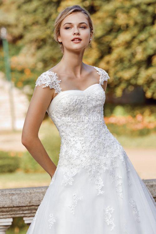 44126_, Sincerity Bridal