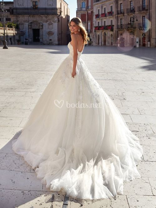 NC12105, Nicole Couture