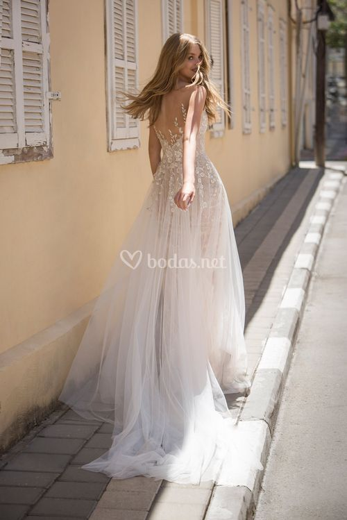 Carrera, Dovita Bridal