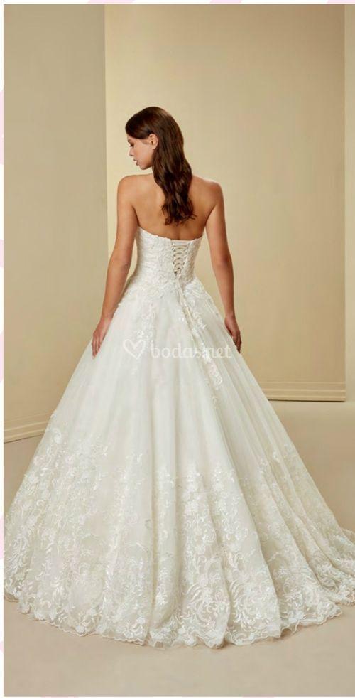 1135, Crystalline Bridals