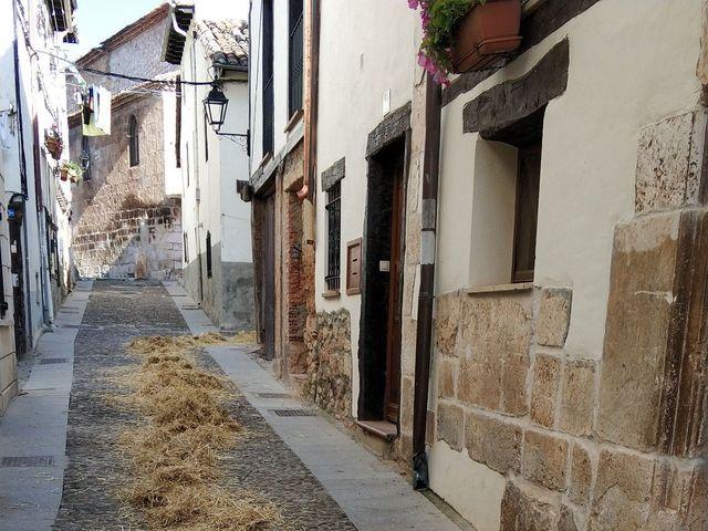 La boda de Kike y Alba  en Covarrubias, Burgos 3