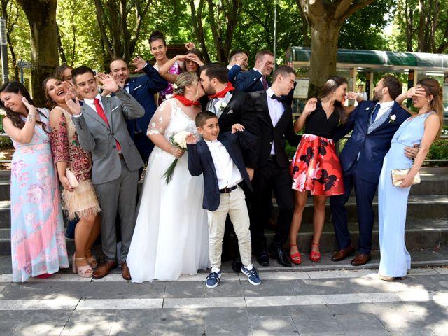 La boda de David y Edurne en Pamplona, Navarra 12