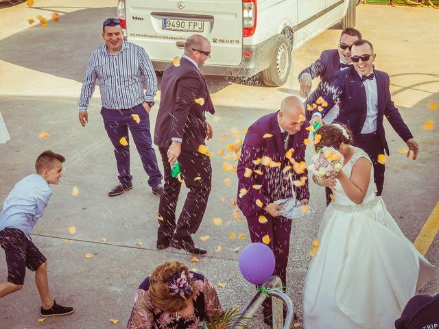 La boda de Martin y Silvia en Bueu (Resto Parroquia), Pontevedra 37