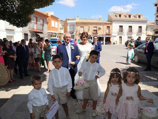 La boda de MARI CARMEN y DARIO en Casas De Fernando Alonso, Cuenca 100