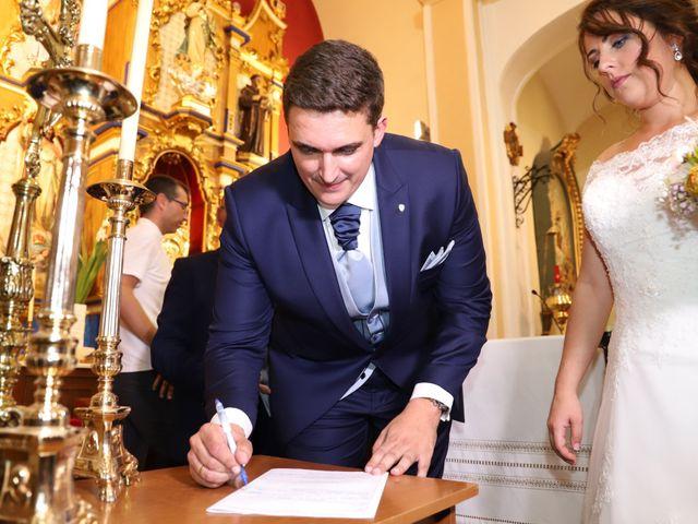 La boda de MARI CARMEN y DARIO en Casas De Fernando Alonso, Cuenca 143
