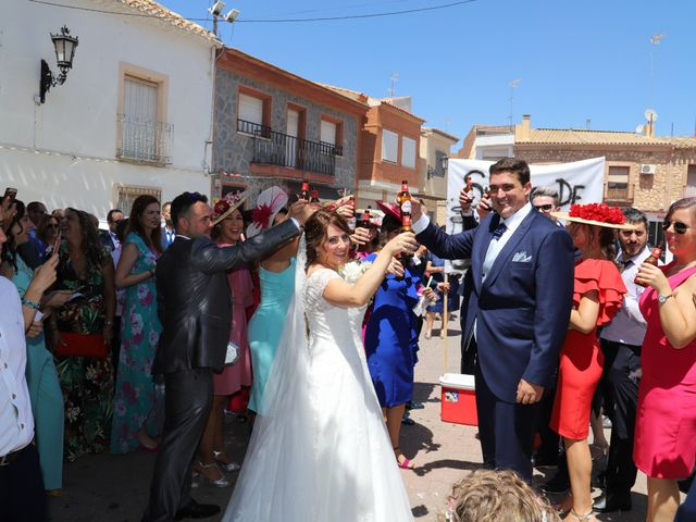La boda de MARI CARMEN y DARIO en Casas De Fernando Alonso, Cuenca 166
