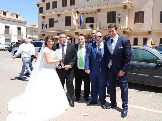 La boda de MARI CARMEN y DARIO en Casas De Fernando Alonso, Cuenca 168