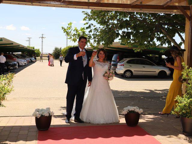 La boda de MARI CARMEN y DARIO en Casas De Fernando Alonso, Cuenca 177