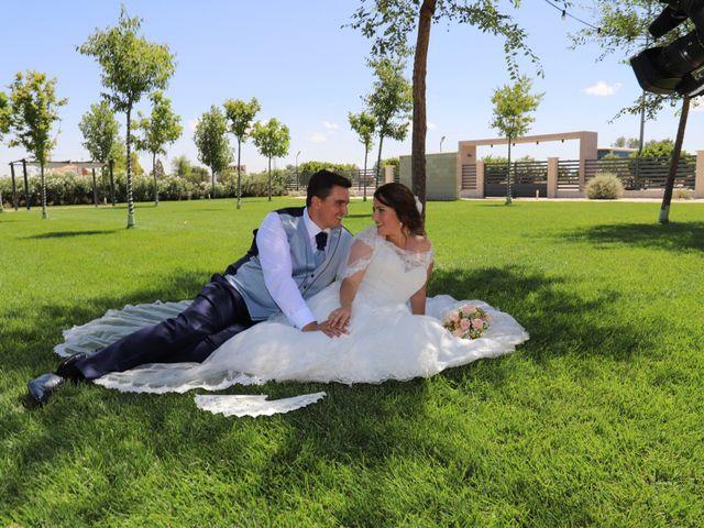 La boda de MARI CARMEN y DARIO en Casas De Fernando Alonso, Cuenca 183