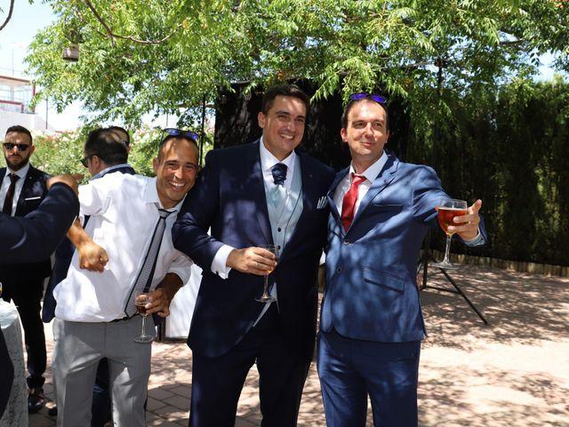 La boda de MARI CARMEN y DARIO en Casas De Fernando Alonso, Cuenca 200