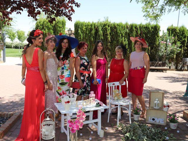 La boda de MARI CARMEN y DARIO en Casas De Fernando Alonso, Cuenca 207