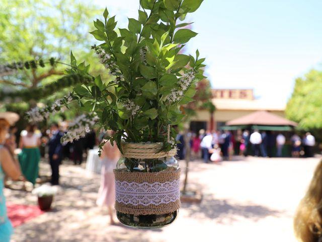 La boda de MARI CARMEN y DARIO en Casas De Fernando Alonso, Cuenca 209