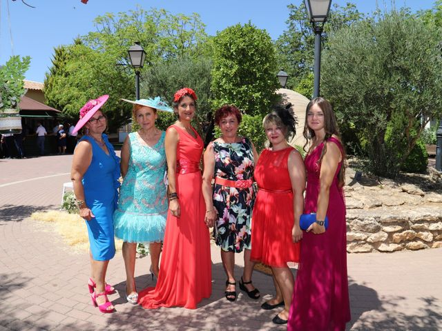 La boda de MARI CARMEN y DARIO en Casas De Fernando Alonso, Cuenca 210