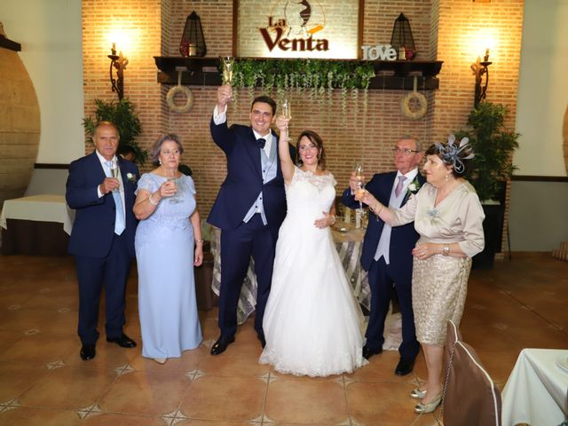 La boda de MARI CARMEN y DARIO en Casas De Fernando Alonso, Cuenca 223