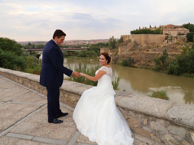 La boda de MARI CARMEN y DARIO en Casas De Fernando Alonso, Cuenca 327