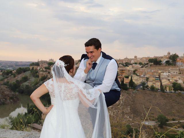 La boda de MARI CARMEN y DARIO en Casas De Fernando Alonso, Cuenca 330