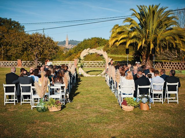 La boda de Elena y Valdes en Gijón, Asturias 47