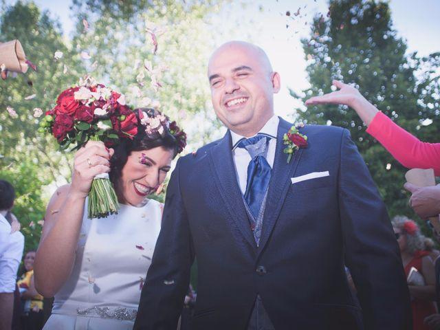 La boda de Jonathan y Lidia en San Roman De Bembibre, León 18