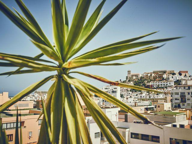 La boda de Estefan y Carol en Cala Conta, Islas Baleares 8