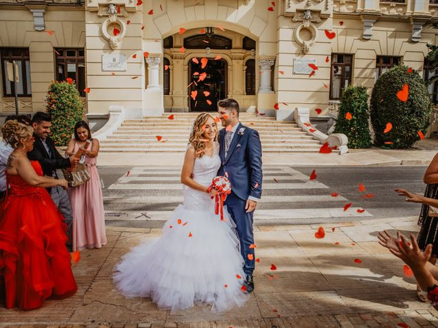 La boda de Jonatan y Lorena en Puerto De La Torre, Málaga 27