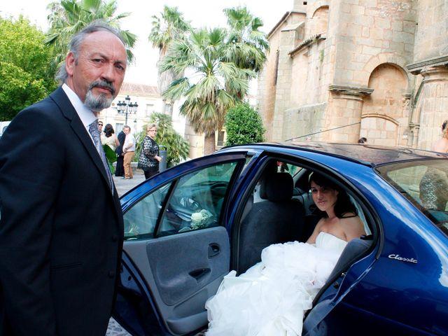 La boda de Luismi y Sara en Casar De Caceres, Cáceres 13